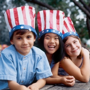 stars-n-stripes-hats-4th-of-july-craft-photo-420-FF0604ALMBA03